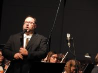 MSO Maestro Scott Humphries addressing the audience.